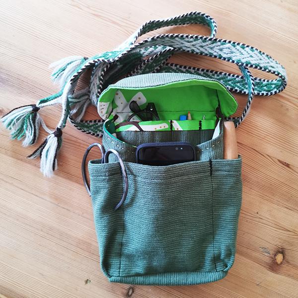 kjolsäck med slöjdverktyg